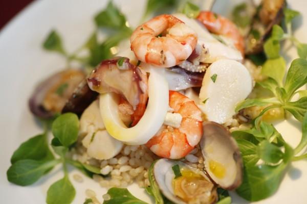 無農薬玄米と海の幸のサラダ
