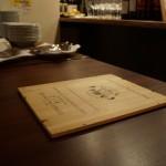 お鍋の登場を待つメインテーブル